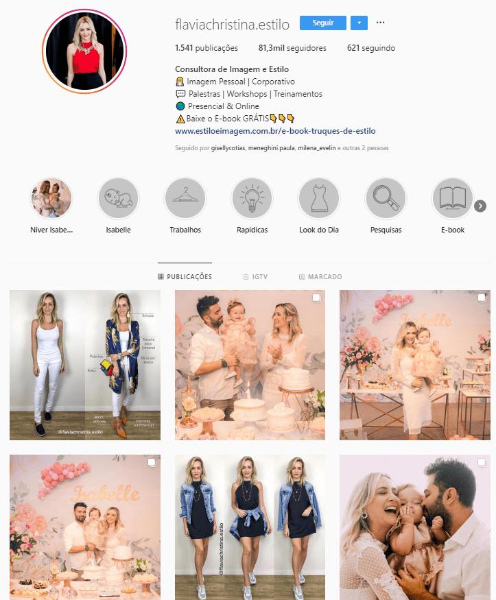 @flaviachristina.estilo - Confira 6 perfis no Instagram com dicas e inspirações para criar look incríveis.
