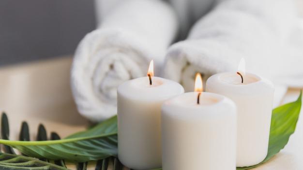 candles leaves near towels 23 2147809180 - SPA Day - Um dia de beleza com receitas caseiras!