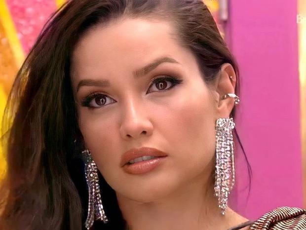 juliette brinco com franjas - Confira como a ex BBB Juliette cria seus looks fashion